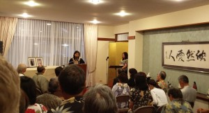 Yumi Ozaki welcoming the guests on behalf of Kokusai Sake Kai